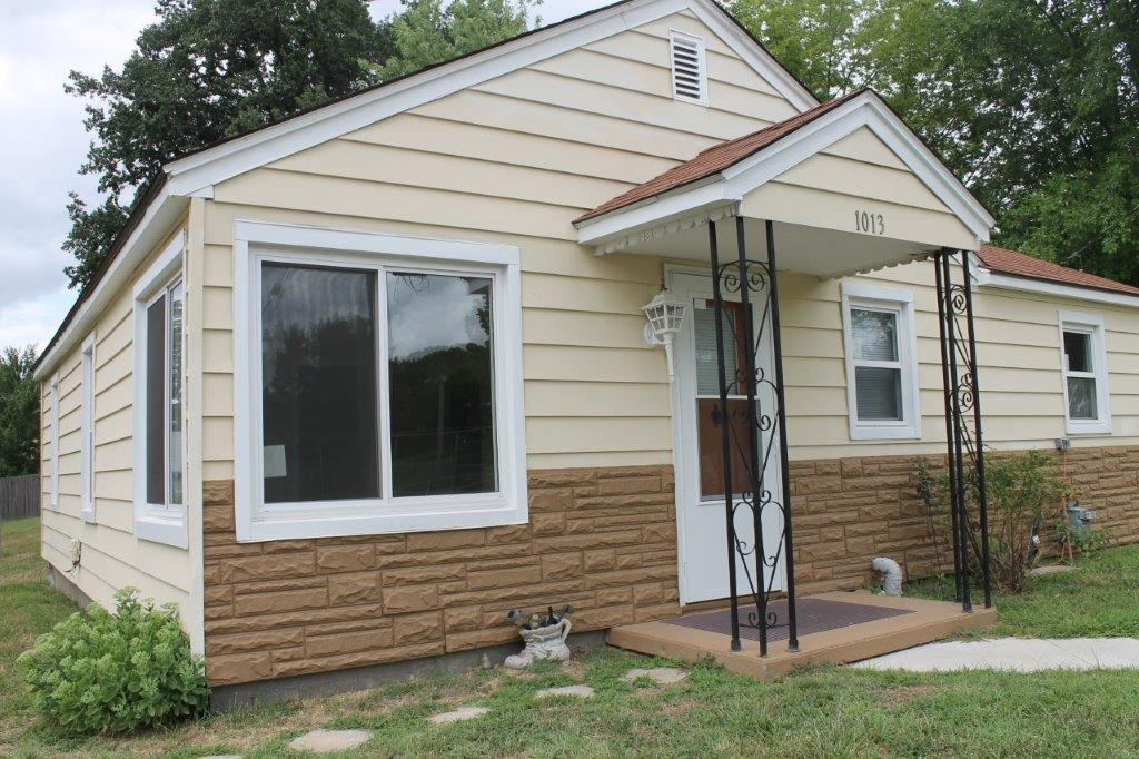1013 Mueller St., Boonville, MO $72,000.00  ON CONTRACT…