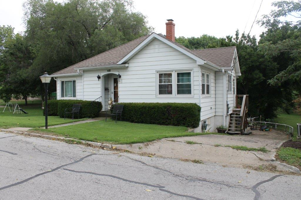$69,000.00…….524 Poertner St., Boonville, MO 65233   SOLD….2018