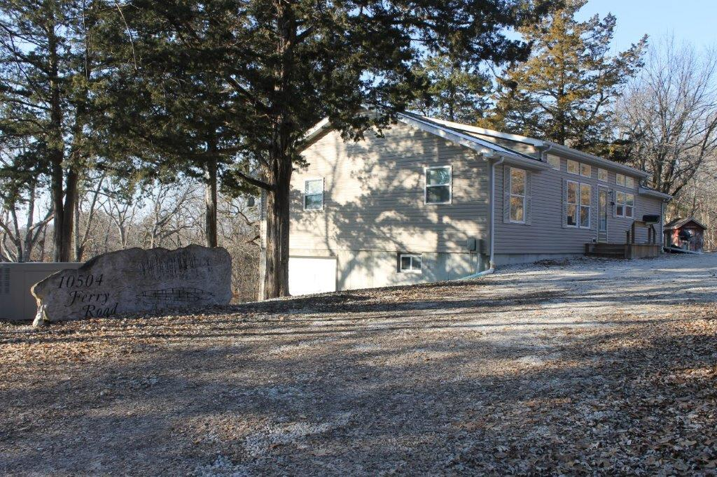 $179,900.00…..10504 Ferry Rd., Boonville, MO 65233  Country Living on the Lamine River ON SOLD 2019!
